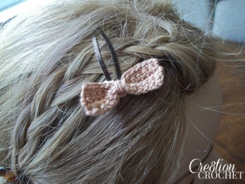 Small Bow Barrette FREE pattern #cre8tioncrochet
