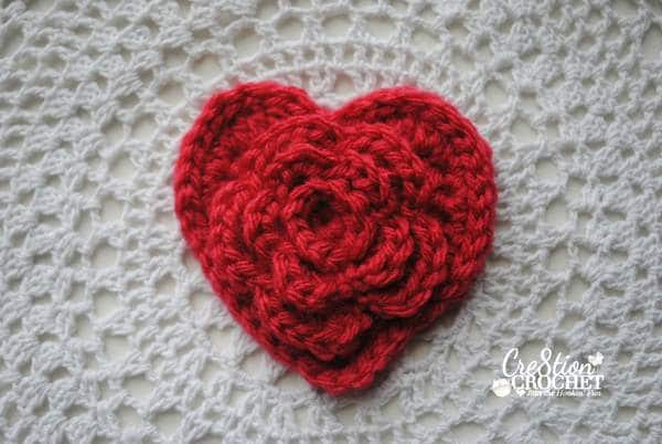 Free Crochet Patterns With Hearts : Free Valentine s Day Heart Pattern- Layered Daisy in a Heart
