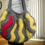 Pop of Pink Vertical Chevron Purse  free crochet pattern #cre8tioncrochet