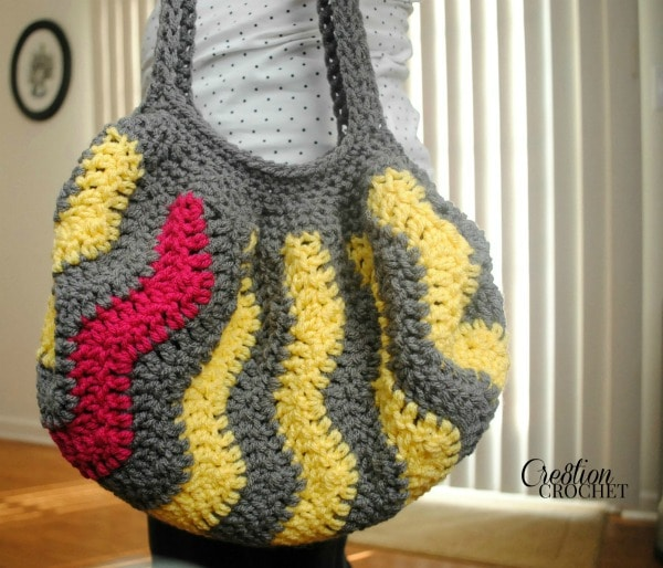 Pop of Pink Vertical Chevron Purse free crochet pattern #cre8tioncrochet