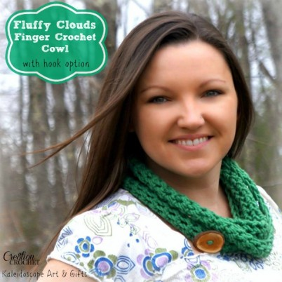 free crochet pattern for a finger crochet cowl with directions that also include how to make with a hook
