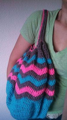 Crochet Finds by Cre8tion Crochet, this fabulous chevron bag pattern Chevrolicious Summer Carry All