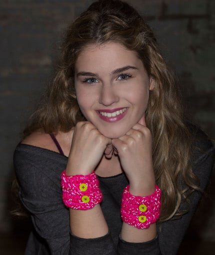 Easy Crochet Wrist Cuff Pattern, perfect for beginners.  Red Heart Reflective Teen Wrist Cuffs designed by Lorene Eppolite #cre8tioncrochet